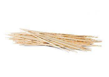 confezione di stecchi di bamboo per fare gli spiedini in casa