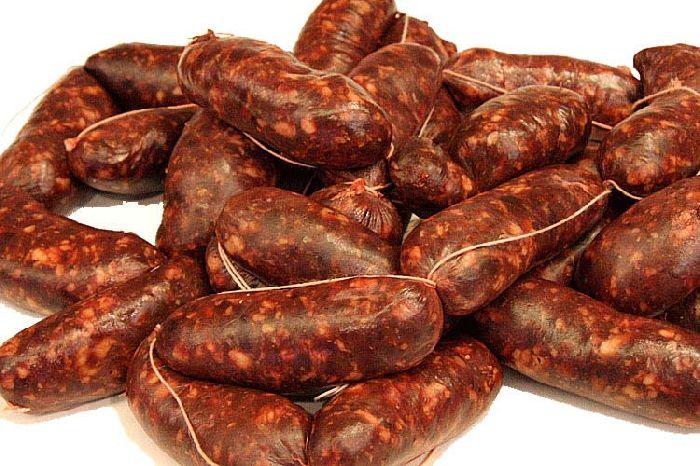 salsicce di fegato piccanti abruzzesi preparate con carni italiane di prima scelta